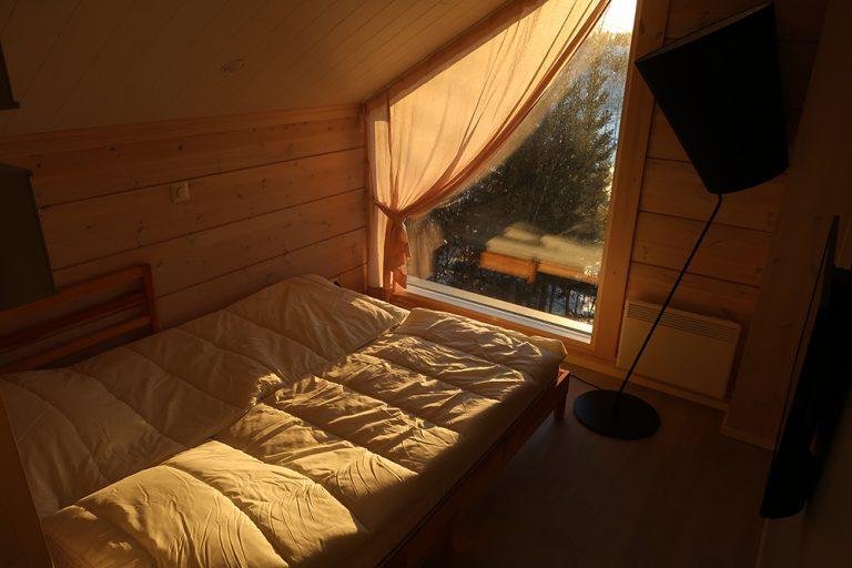 Yläkerran oleskelutila, upstairs sleeping alcove